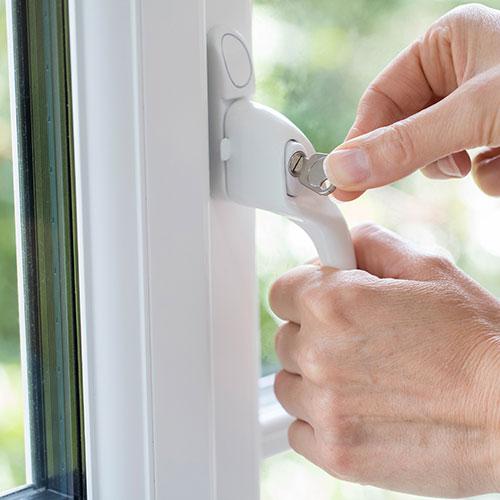 Closing and locking the window
