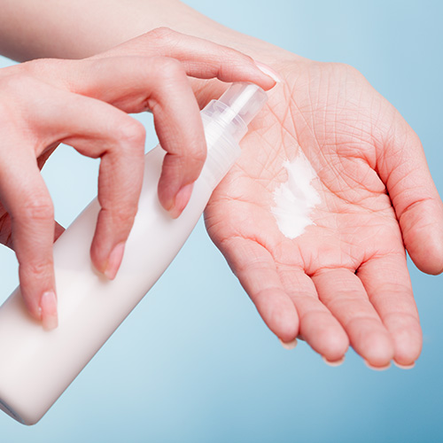 Moisturising hands
